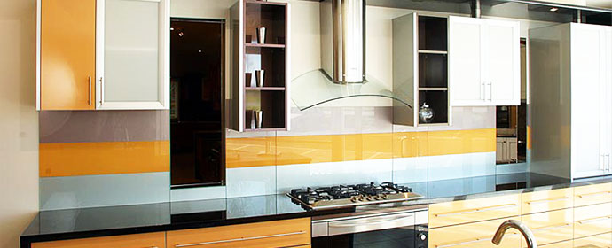 coloured-glass-splashback