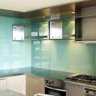 Full wall glass splashback
